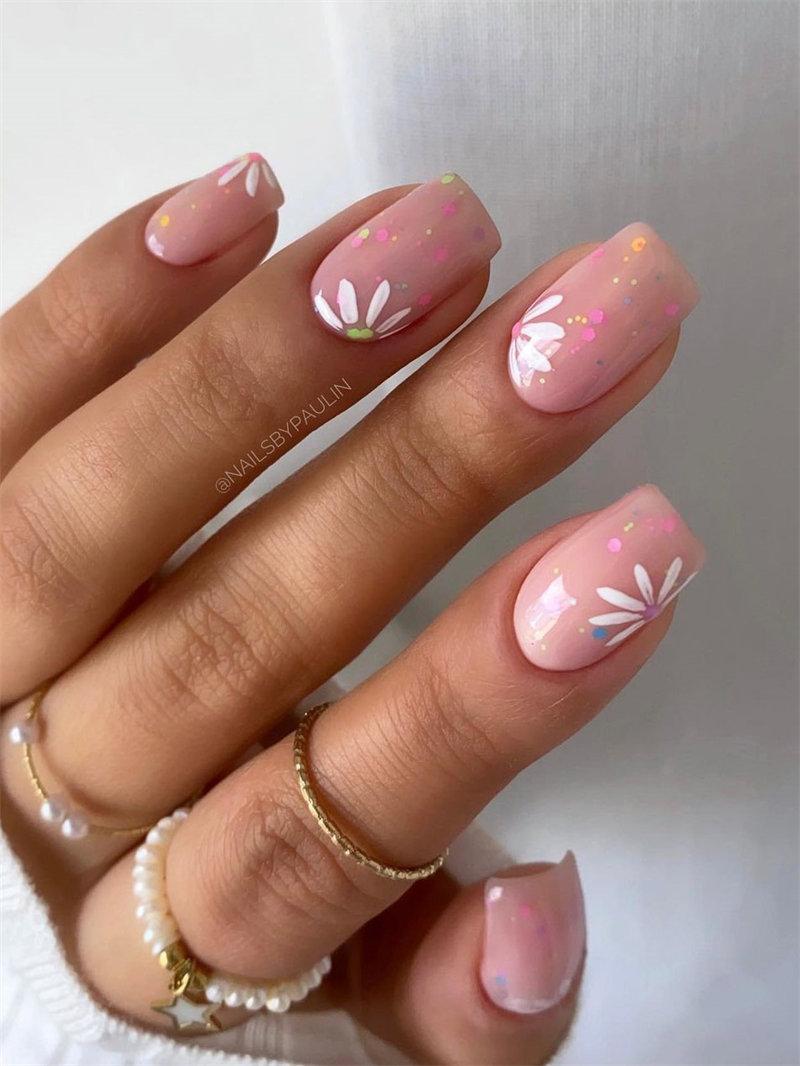 Cute and Pretty Daisy Nail Art