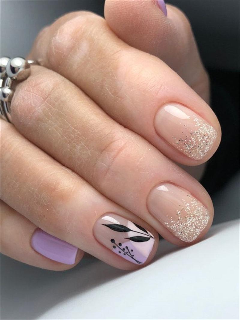 Trendy Autumn Nail Idea