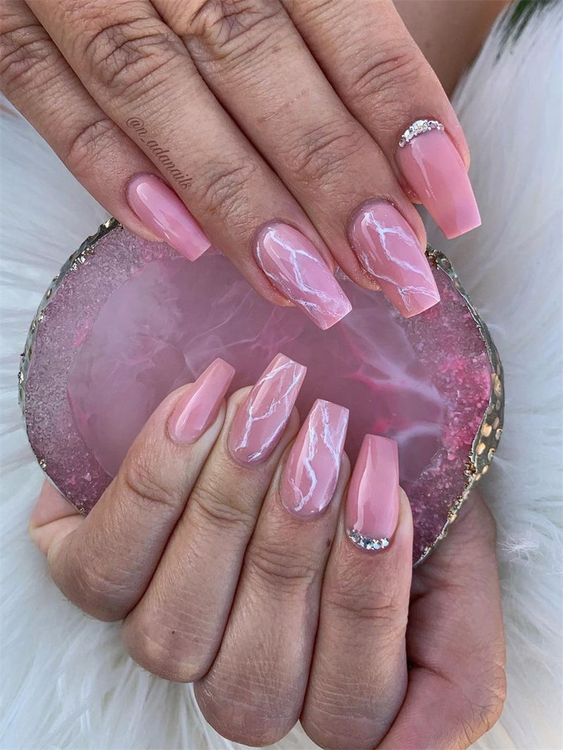 Trendy Marble Nail Design