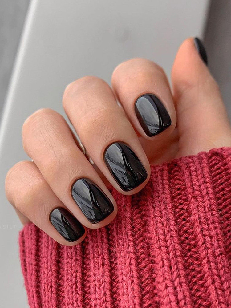 Simple and Glossy Black Nails Design